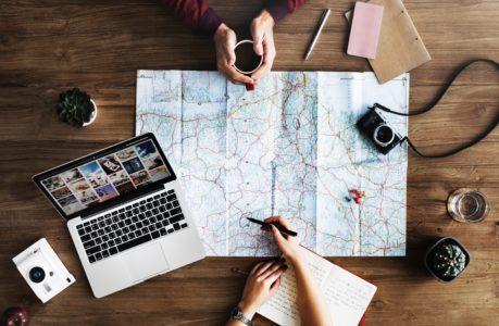 Cours-diderot-formations-superieures-bts-bachelor-master-lille-paris-toulouse-lyon-montpellier-marseille-aix-en-provence-nice-bachelor-tourisme-carte-voyage-appareil-photo-ordinateur-trajet